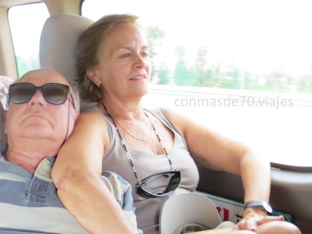 en el coche nos coge sueño, Mario tiene mucha facilidad, yo creo que también, pero me sabe mal perderme cosas del recorrido que ya nunca volveré a ver
