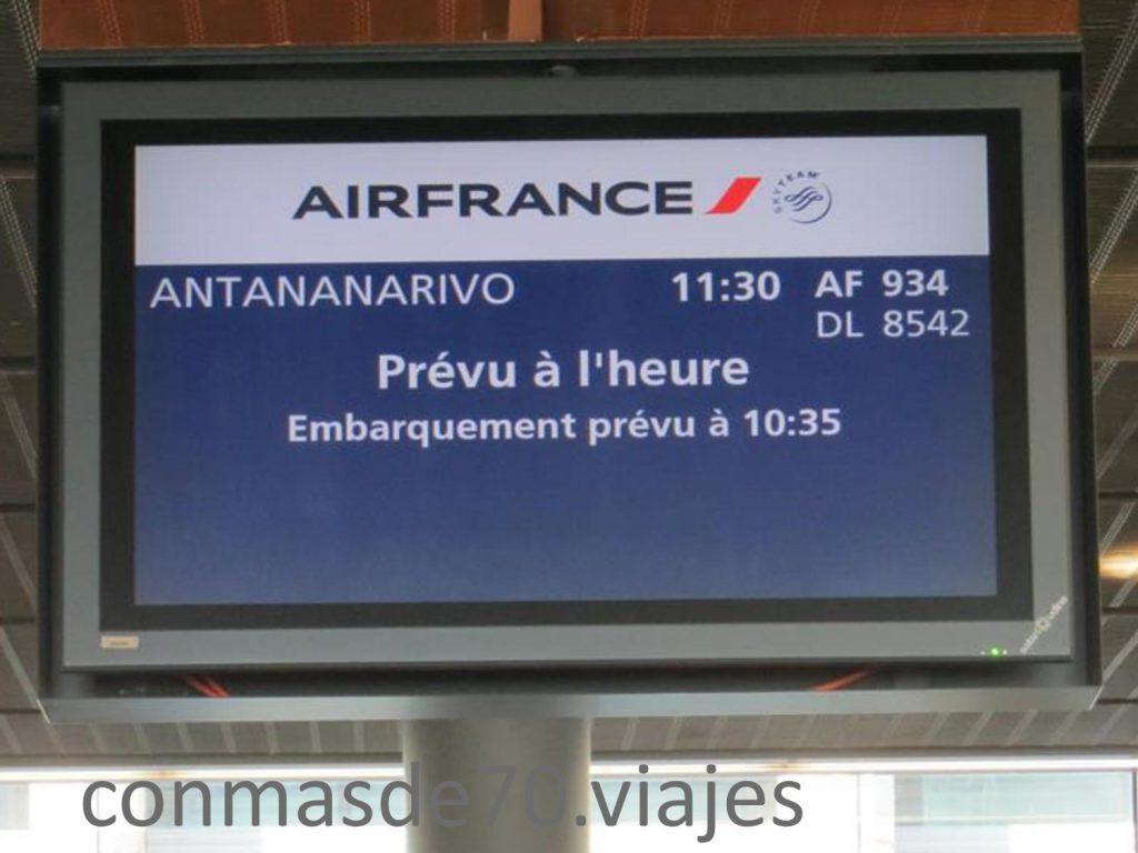 Al aterrizar en Antananarivo, el calor se hacia notar.