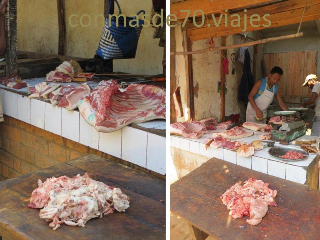 Como curiosidad: los puestos de carne a pesar del calor y de no tener frigorífico, no huelen!